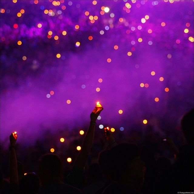 sky full of lighters...or cell phone glows nowadays! David Guetta.