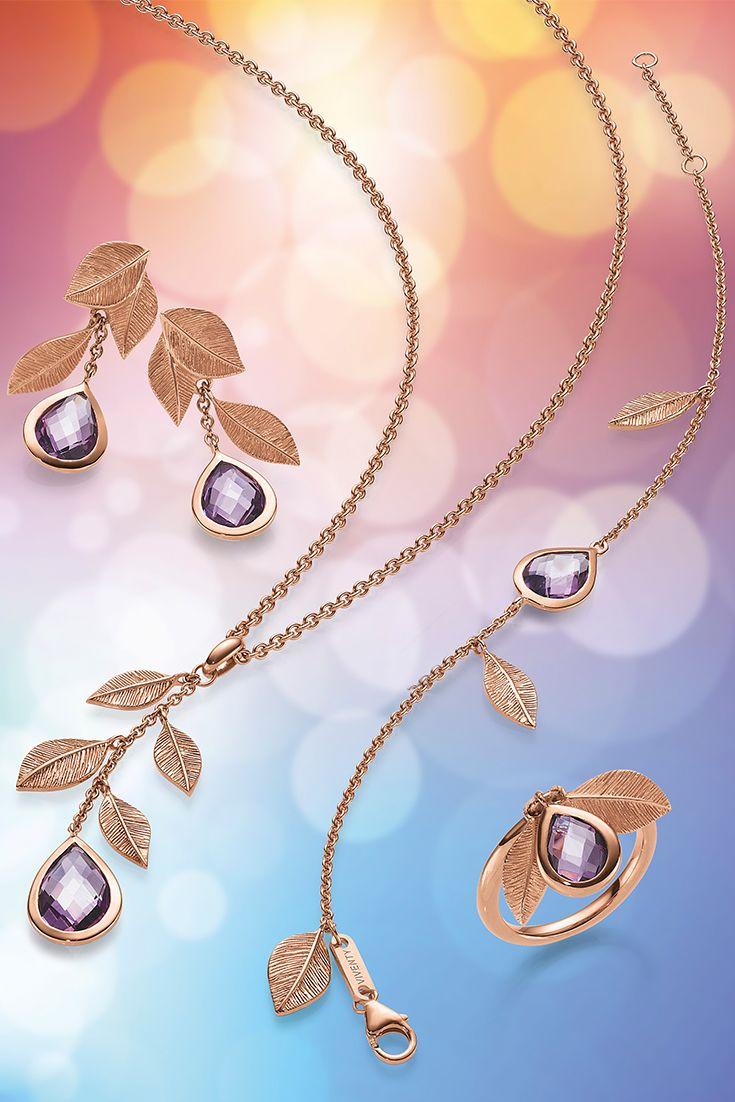 Extravagant und individuell. Die purpurfarbenen Amethysten sind so einmalig wie verführerisch. Spüren Sie die Wirkung dieser Seelensteine, die sich perfekt in eine Fassung aus roséfarbenem Gold schmiegen.
