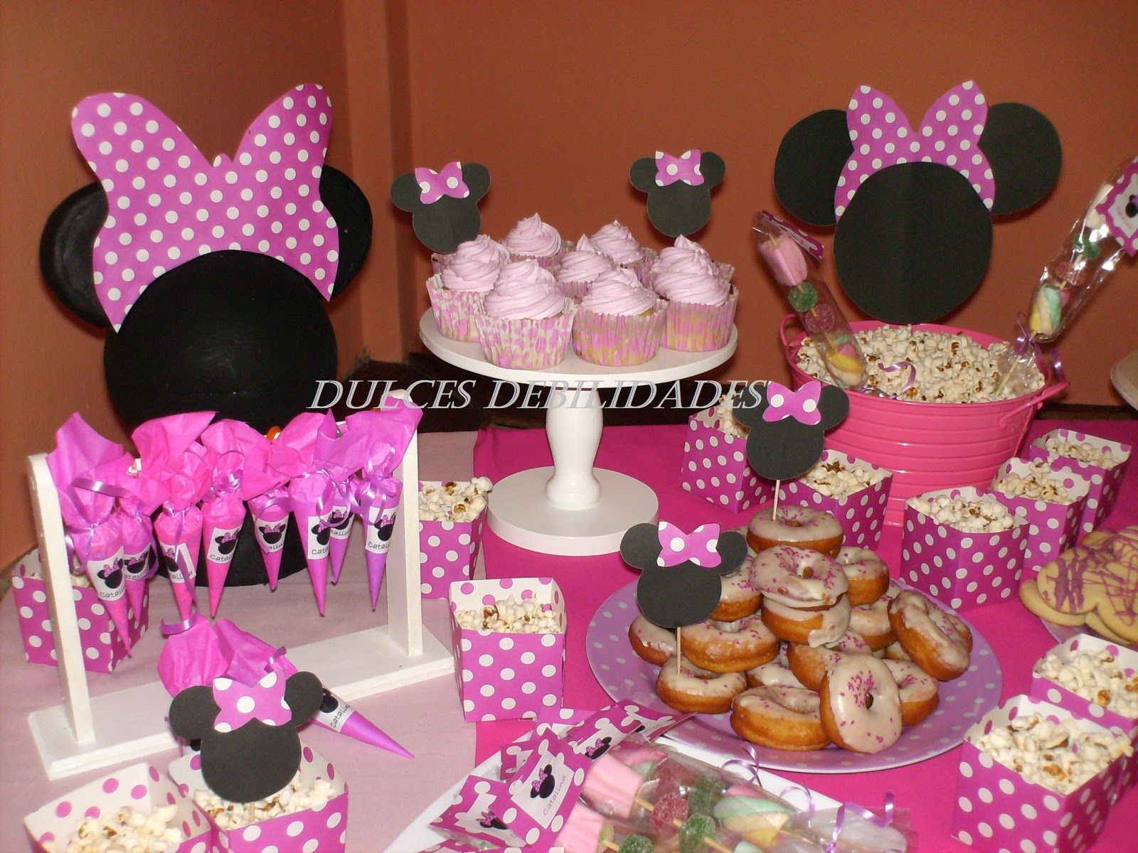 Minnie mouse snack ideas dulces debilidades catering de for Decoracion mesas dulces