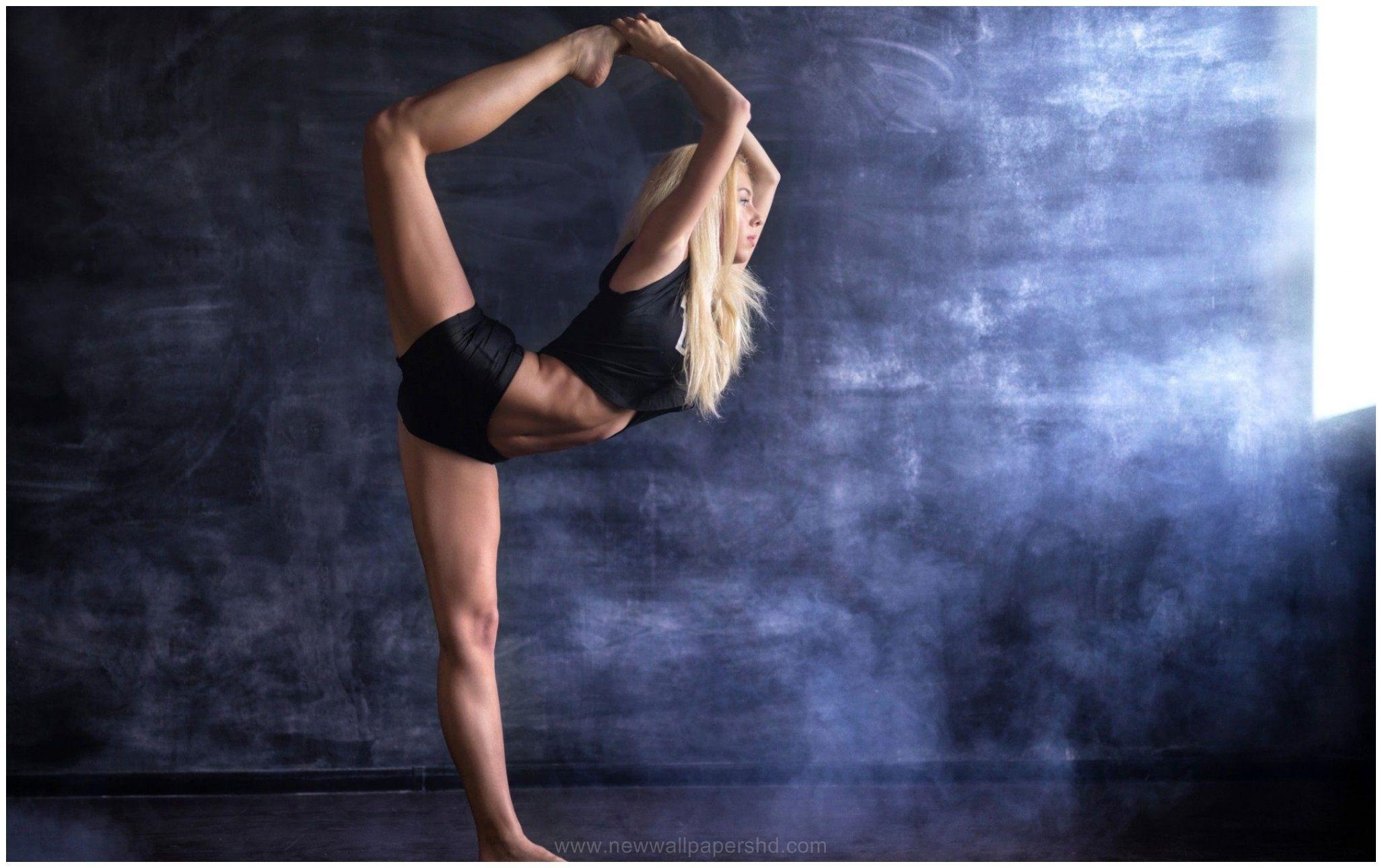 Female Athlete Girl Hd Wallpaper 9 Wallpapers Hd Female Athletes Female Fitness Instagram Fit Women