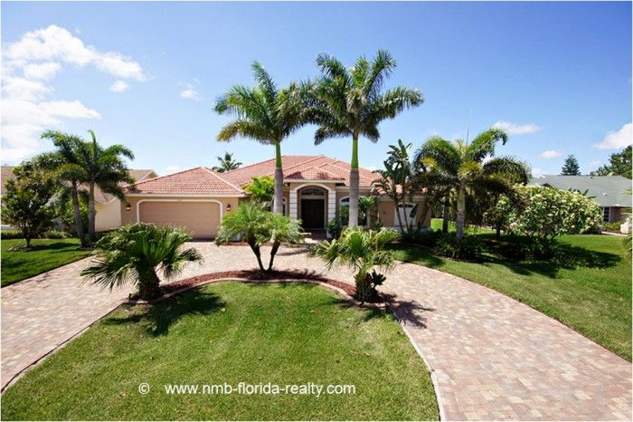 """Vacation rental """"Whispering Palms"""" in Cape Coral - waterfront, Gulf access"""