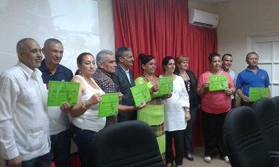 """Por: Yuliet Gutierrez Delgado """"Honramos y agradecemos el trabajo de los respetables embajadores cubanos de la educación por su contribución a la formación de nuestros jóvenes, la cooperación y el…"""