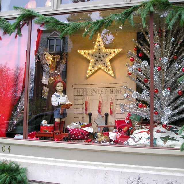 The Decorating Store: Christmas Window Display