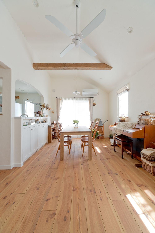 全室しっくい壁仕上げ 明るいキッチンも特徴 2020 リビング