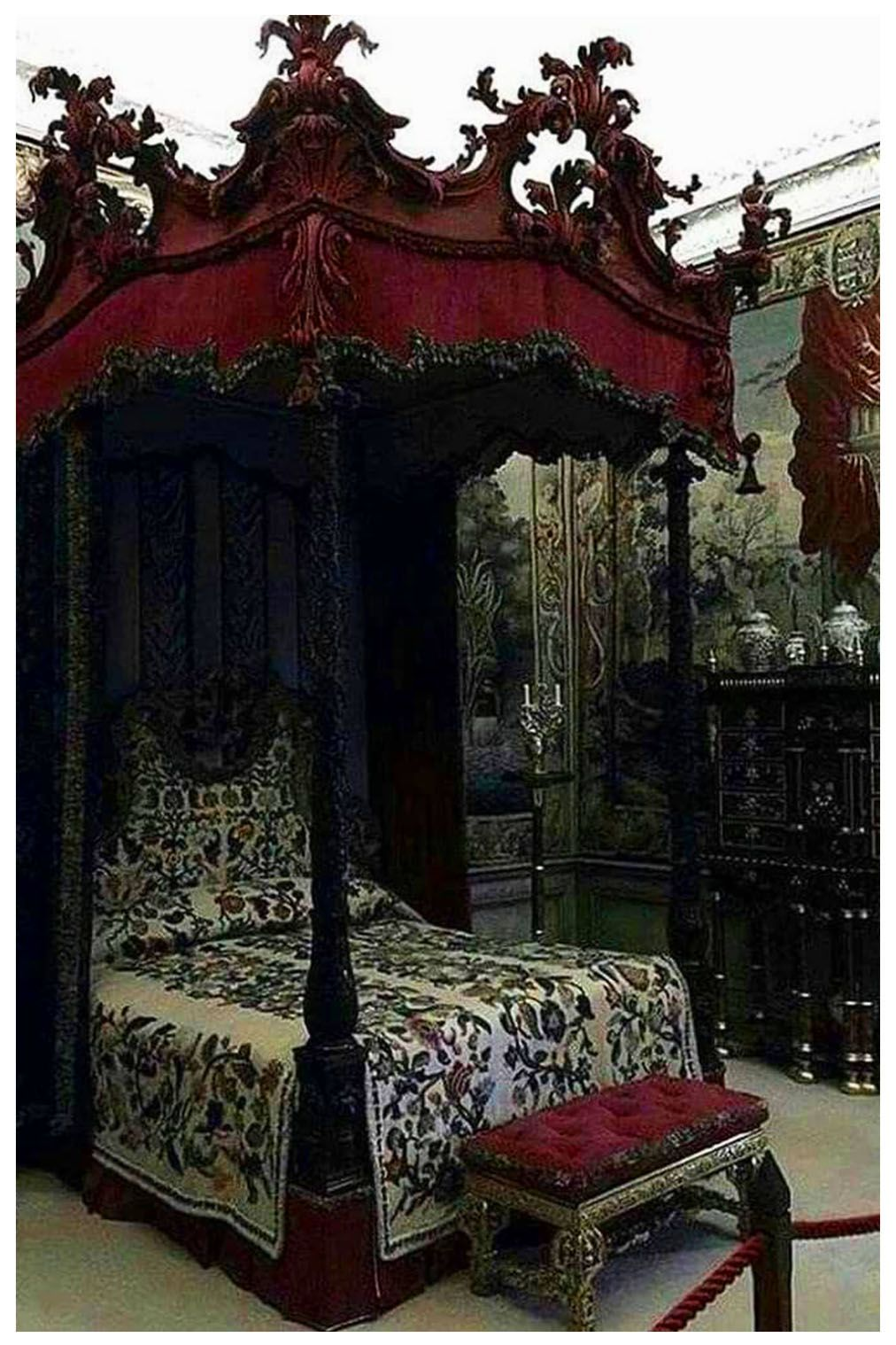 Gothic Bedroom Ideas 40 Believe Design How To Decorate Gothic Bedroom Furniture Gothic Decor Bedroom Gothic Interior