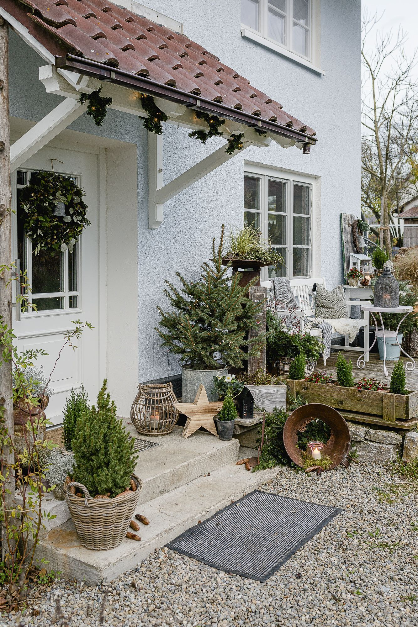 Christmas mood in the garden and on the terrace - conservatory ideas#christmas #... ,  #christmas #Conservatory #Garden #gardenlighting #ideaschristmas #Mood #rooftopgarden #rosegarden #Terrace #terracegarden