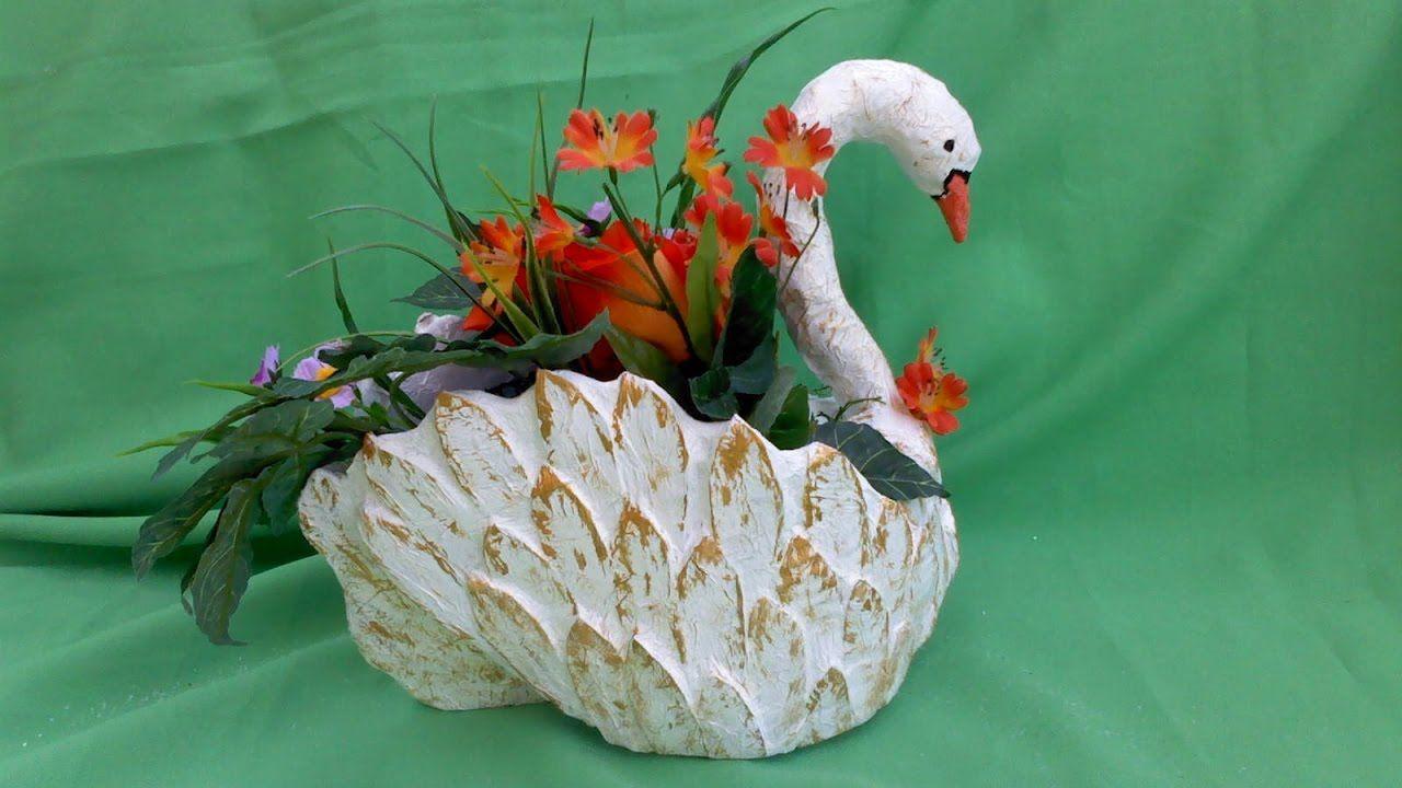 cisne hecho de carton