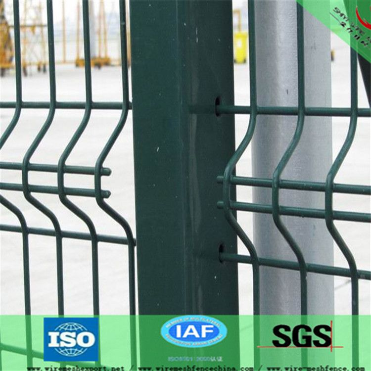 Lightweight Bending Triangle Wire Mesh Fence 75*150mm PVC Coated