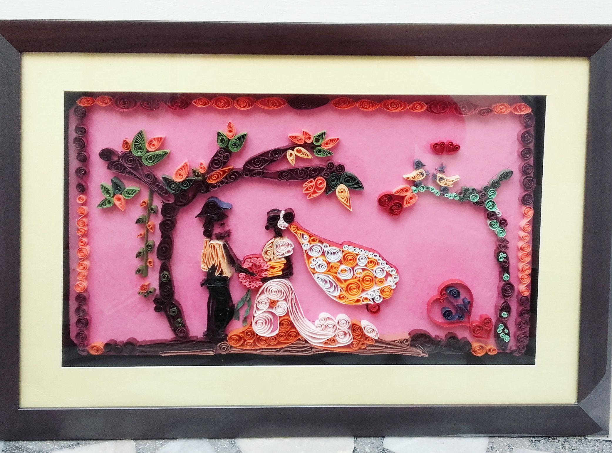 Quilled wedding theme (Bride & Groom) gift. I gifted this to my ...