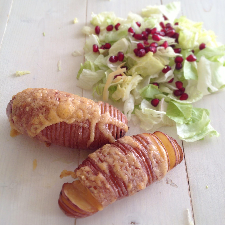 Ropogósra sült burgonya, gránátalmás salátával - Sült..