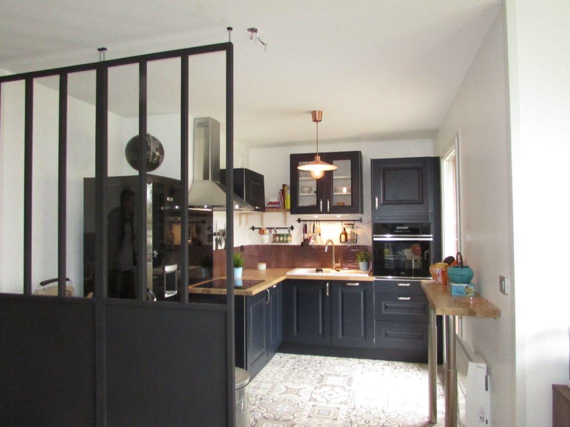 cuisine rustique verri re amovible sol effet carreaux de ciment cr dence cuivre cuisine style. Black Bedroom Furniture Sets. Home Design Ideas