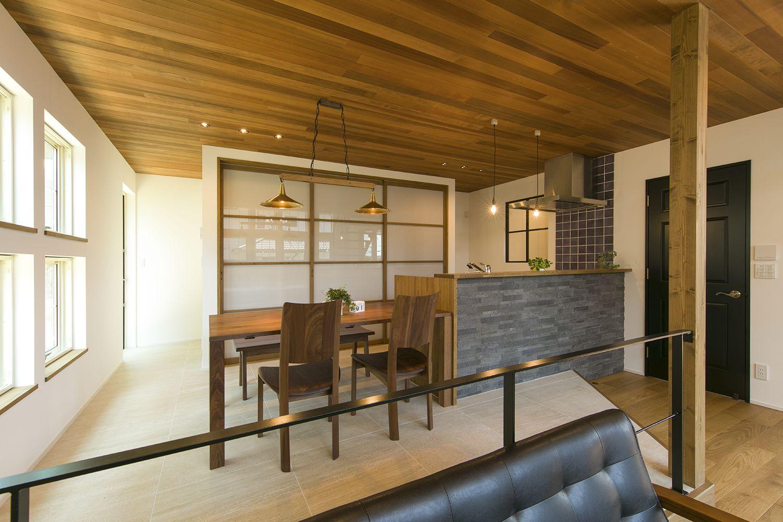 木の魅力を堪能した板張り天井 広島のリノベーション 注文住宅 Acctree 2020 住宅 インテリアデザイン 注文住宅