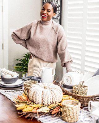 Fall home decor - Getting my dining room ready for fall - Awed by Monica #seasonaldecor #homedecorideas #falldecor