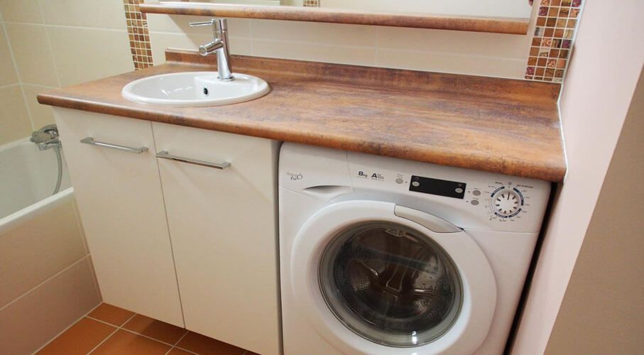 Plus simple et plus pratique le lave linge sous le meuble for Meuble lave linge