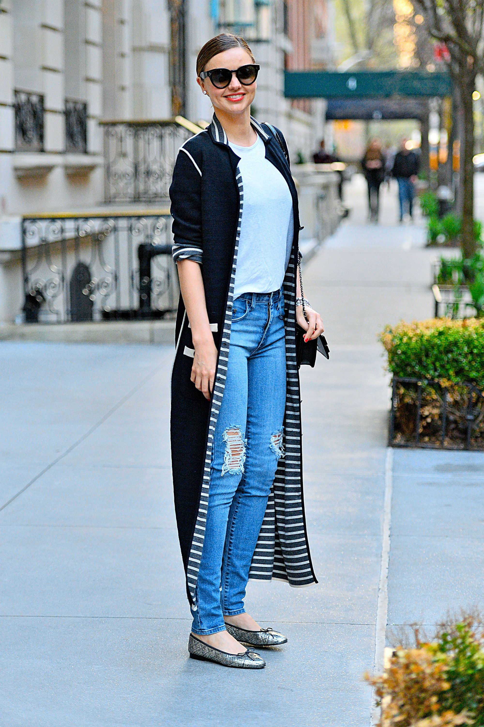 Miranda Kerr's duster cardigan is a cool way to dress her go-to ...