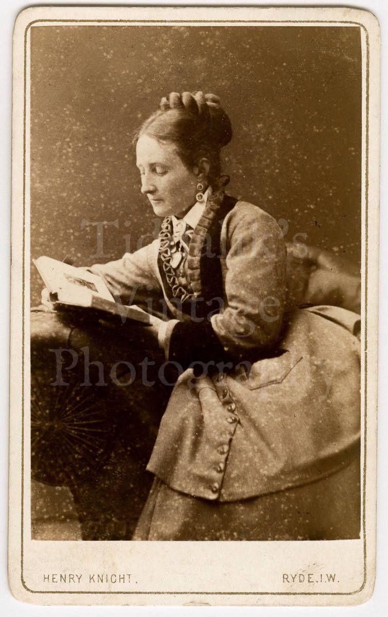 CDV Carte De Visite Photo Victorian Young Woman Reading Book