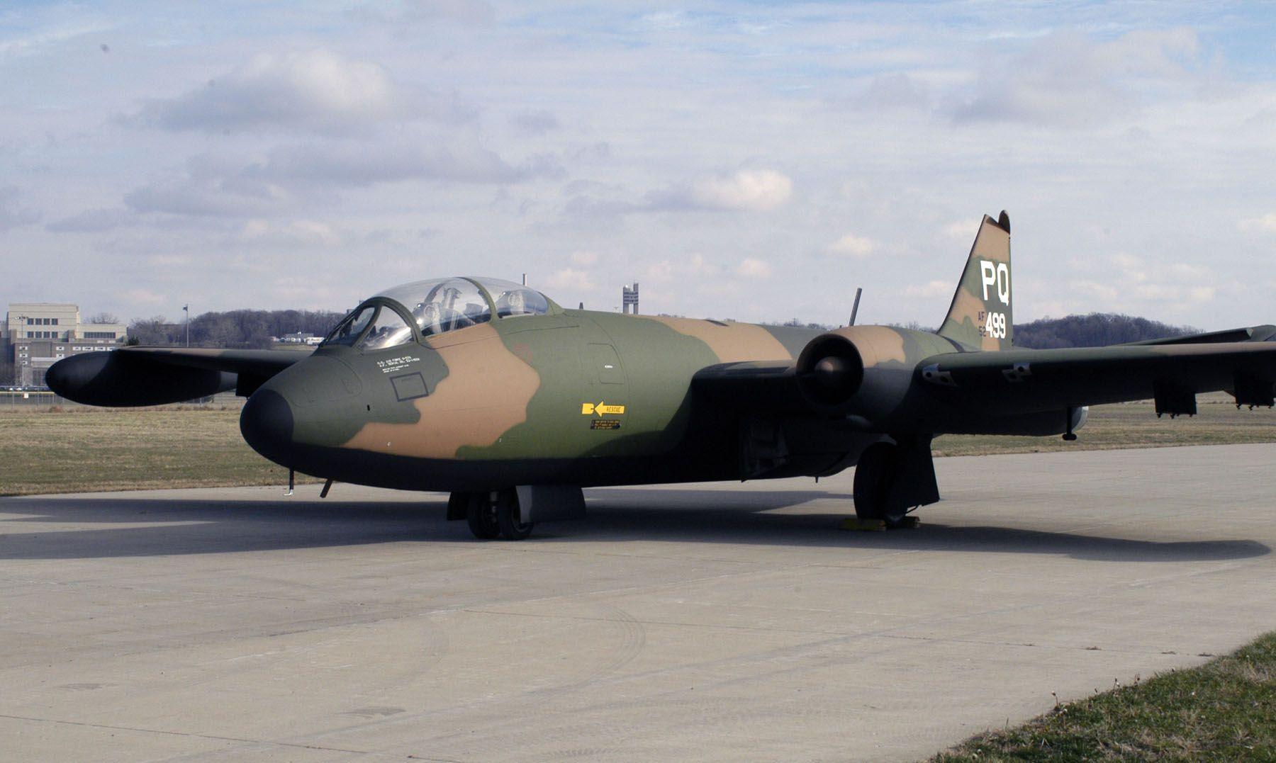 B57 Bomber Planes Martin B57 Canberra Pinterest