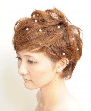 Wedding Tipsがご紹介するのは「ショートヘア」向けのお呼ばれヘアスタイル。あなたはどんな髪型で結婚式や披露宴に出席したいですか?「ショートヘア」だからこそ