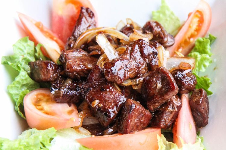 Vietnamese Shaking Beef Recipe Thit Bo Luc Lac Vietnamese Home Cooking Recipes Recipe Cooking Recipes Beef Recipes Recipes