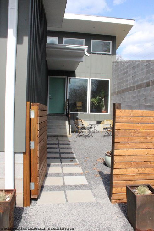 Posts About Art Modern Wood Fence On Mymcmlife Com Modern Courtyard Modern Wood Fence Modern Gate