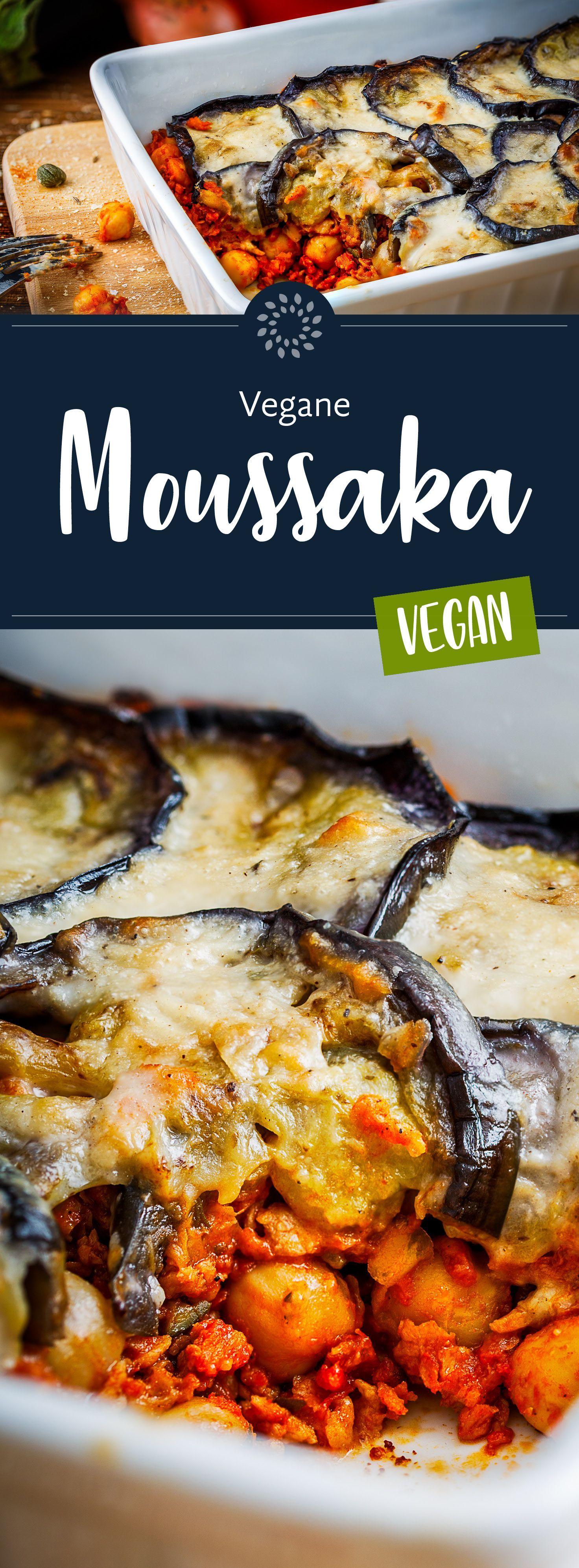der traditionellen Zubereitung mit Hackfleisch und überbackenem Käse haben wir für unsere vegane Moussaka Aubergine, Kichererbsen, Tomaten und Sojahack verwendet. Probiert es aus!