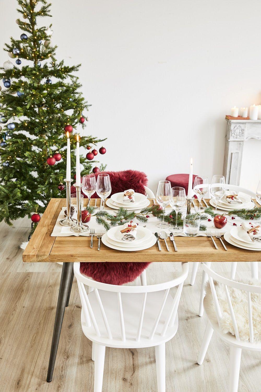 Einfach traditionell eine schlichter wei er tischl ufer for Tischdekoration weihnachten dekoration