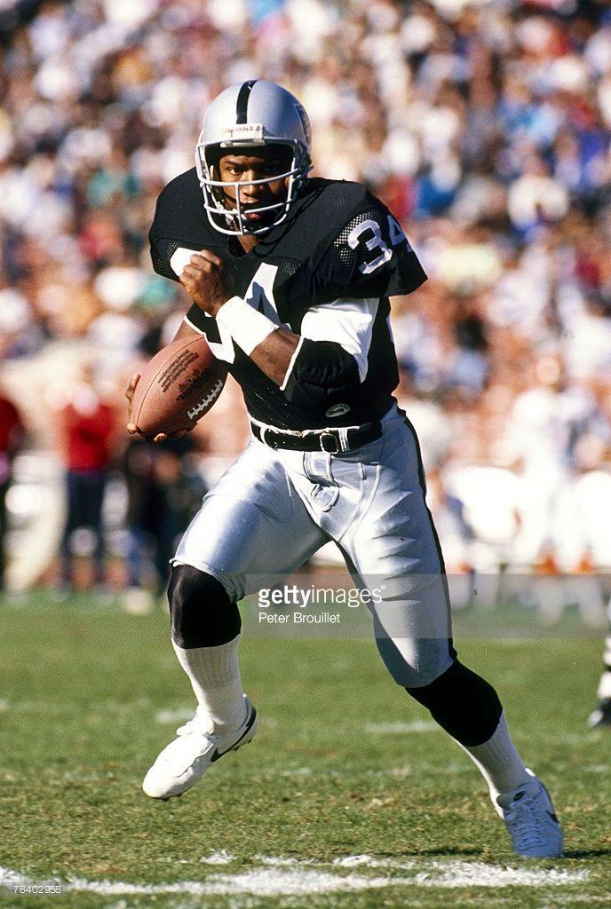 Oakland Raiders Running Back Bo Jackson Running Toward The Endzone In Bo Jackson Oakland Raiders Oakland Raiders Football