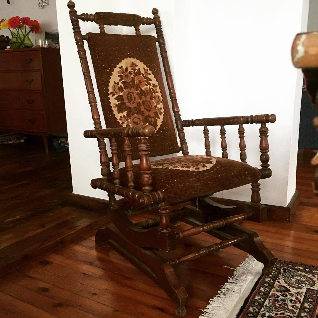 En Az 40 Yasinda Calisir Durumda Sallanan Koltuk Vertigoeskici Eskici Eskiesya Eskiesya Koltuk Sallanankoltuk Antika Antique Home Decor Rocking Chair Decor