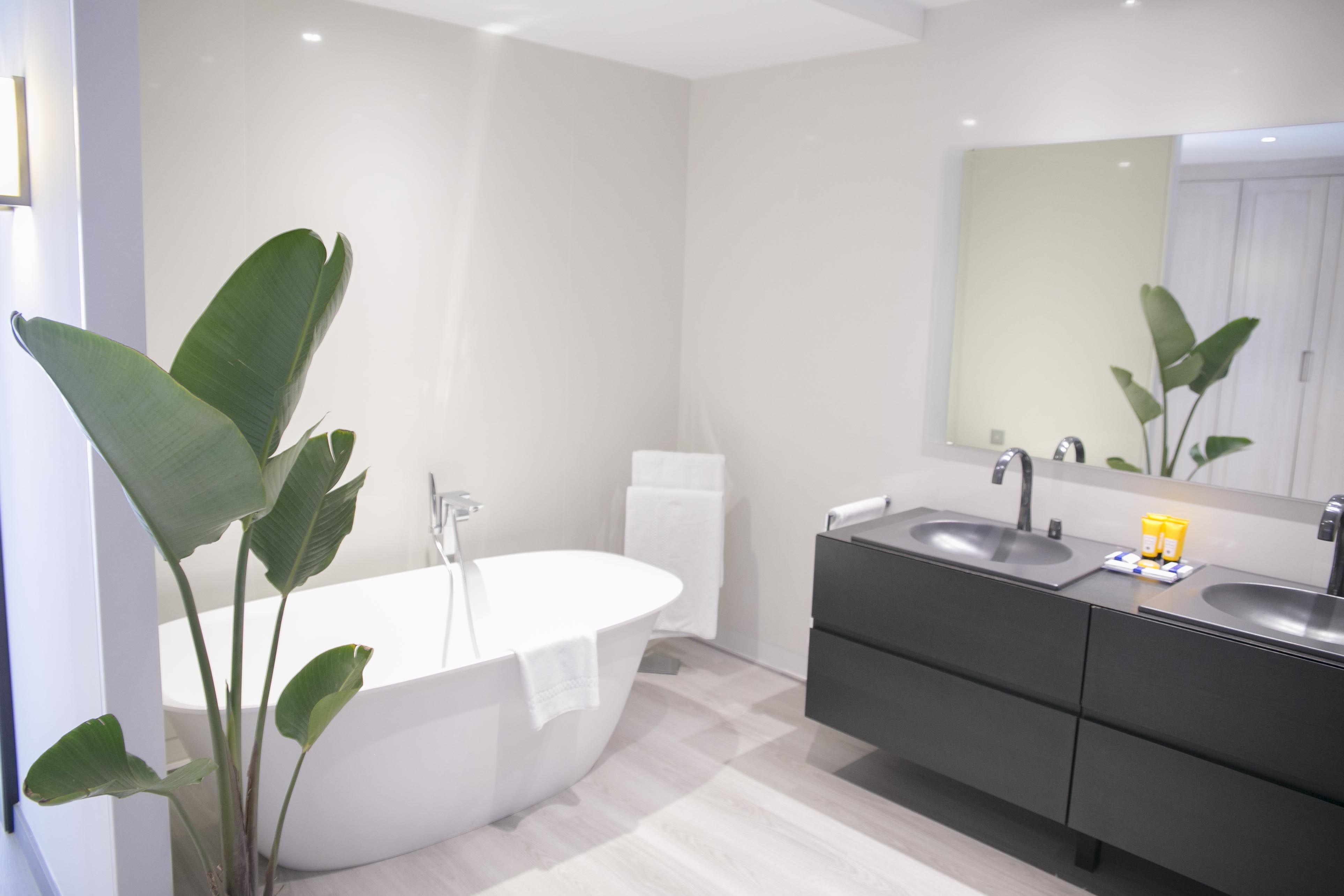 Baño de la Junior Suite del Hotel AR Golf Almerimar