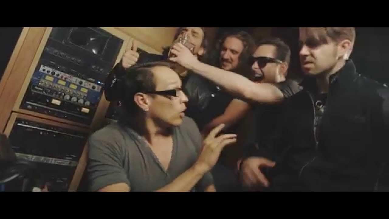 Der Song Vicious von der New Yorker Hard Rock Band Thrilldriver stammt aus der EP namens Sacha , das am 28. August erschienen ist. Die Band sollte man im Auge behalten
