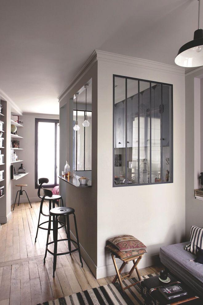 Une cuisine semi-ouverte avec bar et verrière   Loft for chaild ...