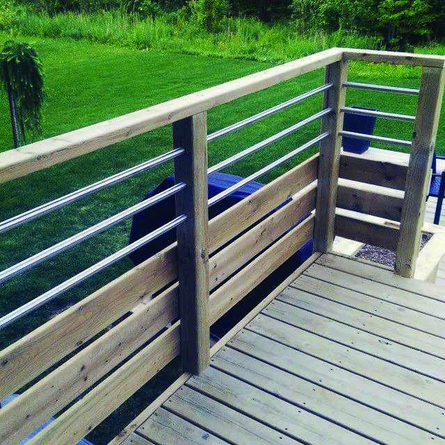 Impressive deck with roof #deckwithroof | Deck railing ...