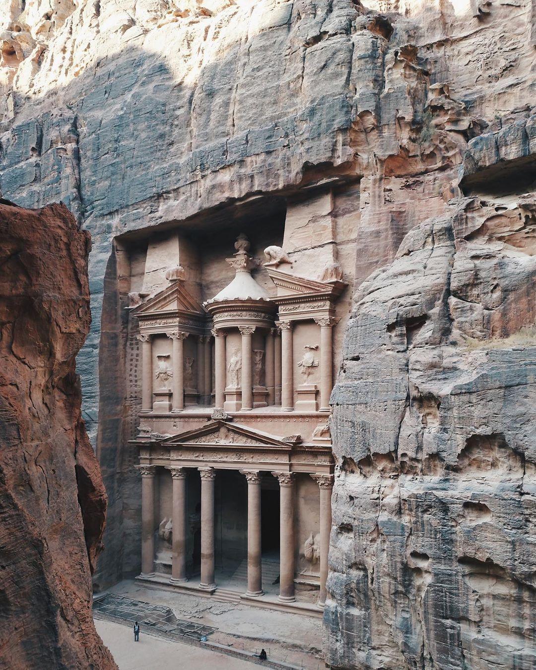Del Comar V Instagram The Treasury Al Khazneh At Petra Jordan October 2019 Petrajordan Del Comar V Instagram T Petra Tours Petra Jordan Petra Travel