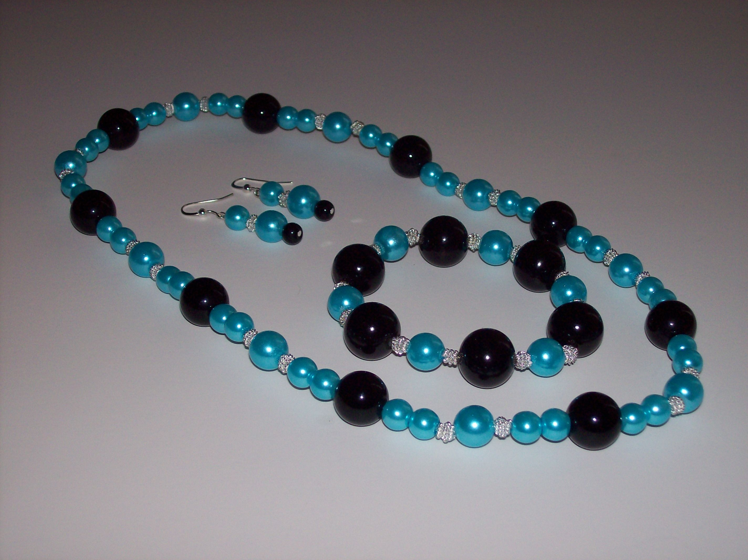 This magnificent set features aqua blue and black glass pearls ...