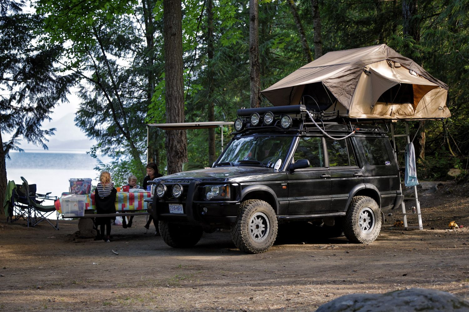 Land Rover Discovery Ii With Cascadia Vehicle Tent Mt