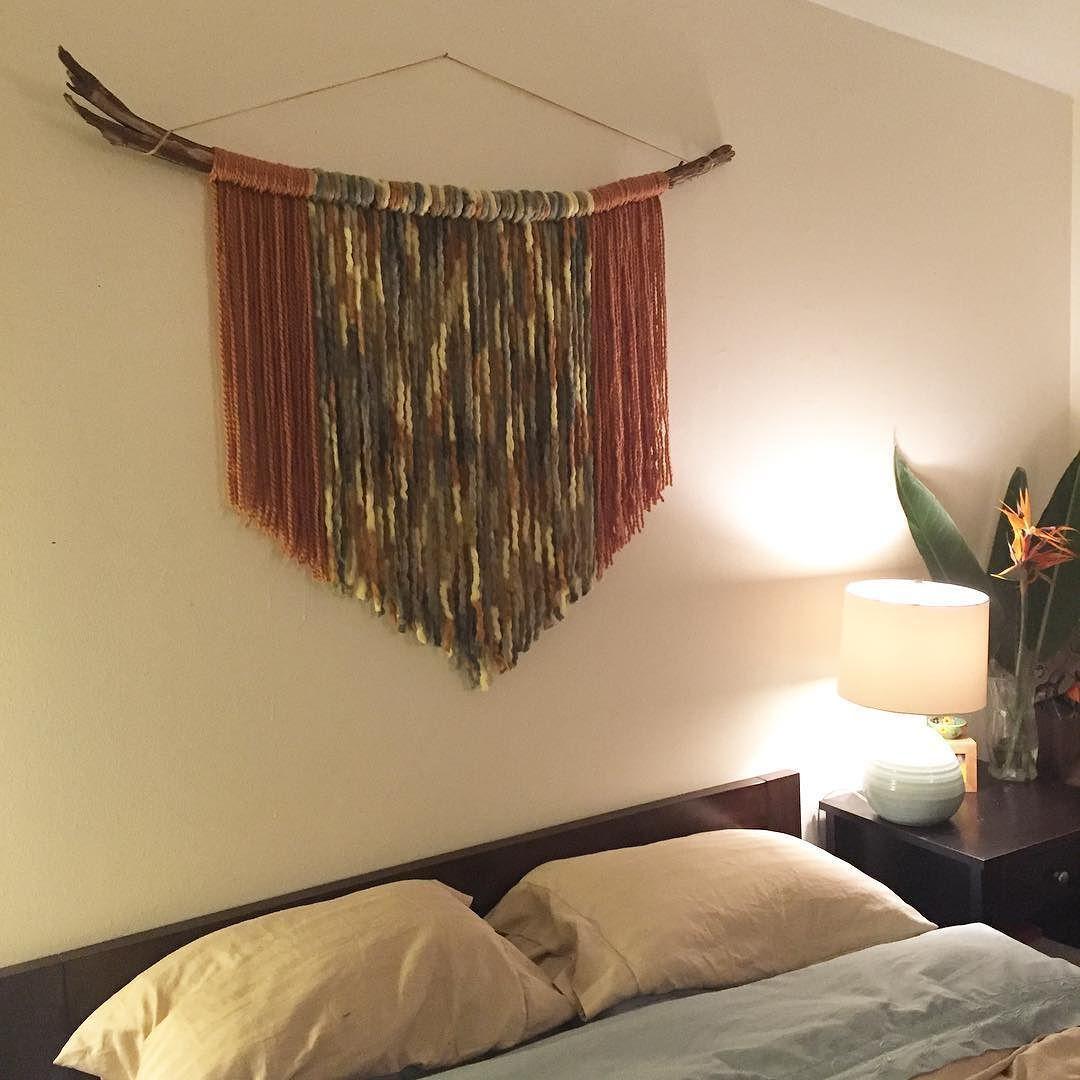 Diy wool yarn wall hanging three feathers design for Yarn wall hanging