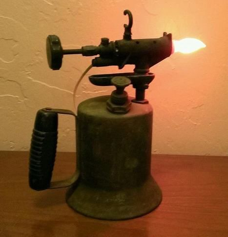 Vintage Gasoline Torch Lamp 1001 Recycling Ideas Scoop It Lamp Steampunk Lighting Steampunk Lamp