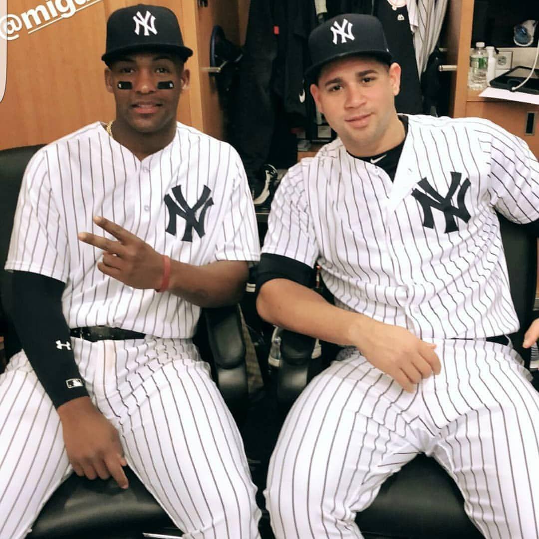 Socialsports El Poder Dominicano En Los Yankees Miguel Andujar Y Gary Sanchez New York Yankees Yankees Outfit New York Yankees Baseball