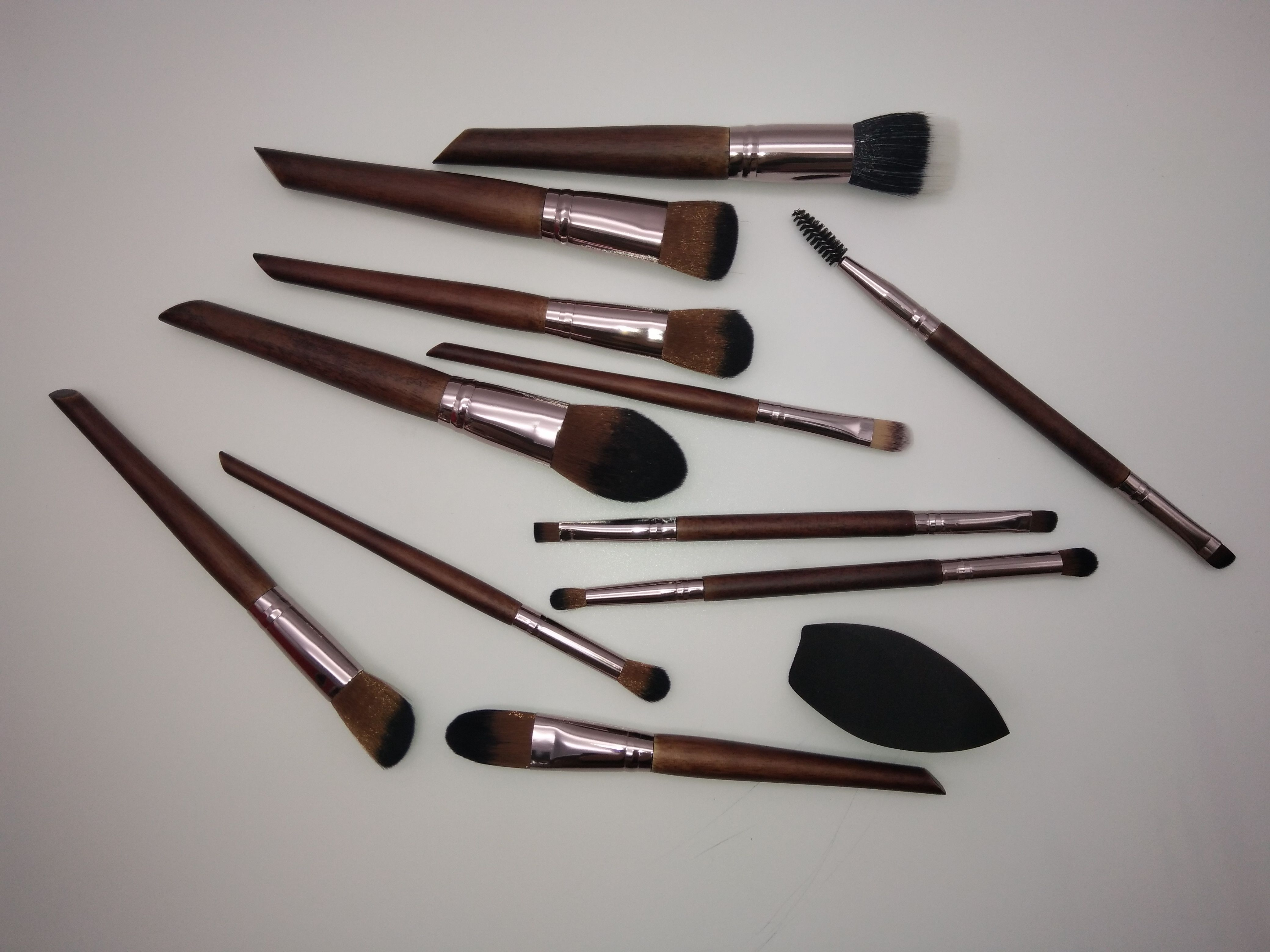Luxury makeup brushes set available wholesale beauty