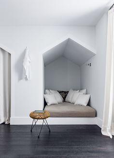 Schöne Leseecke - Buchtipps auf femundo.de - #design #interior #cosy #hygge #wohnen #vaultedceilingdecor