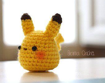 Ähnliche Artikel wie Crochet Amigurumi Bär mit Stickerei auf Etsy