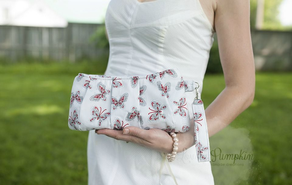 Tutorial: Pleated Coraline Wristlet | Swoon Sewing Patterns ...