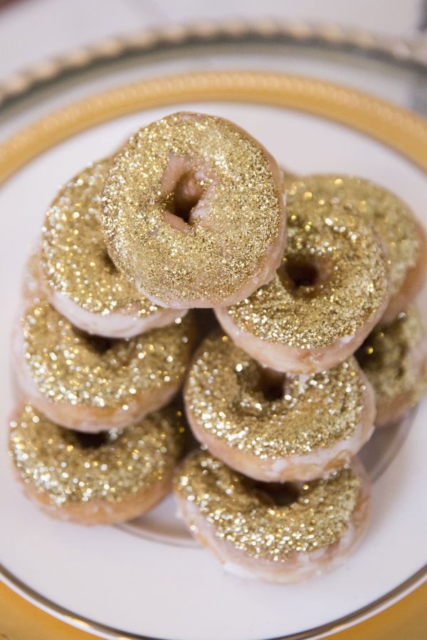 Add some dazzling donuts to your wedding day breakfast spread | Gemini Photography Ontario