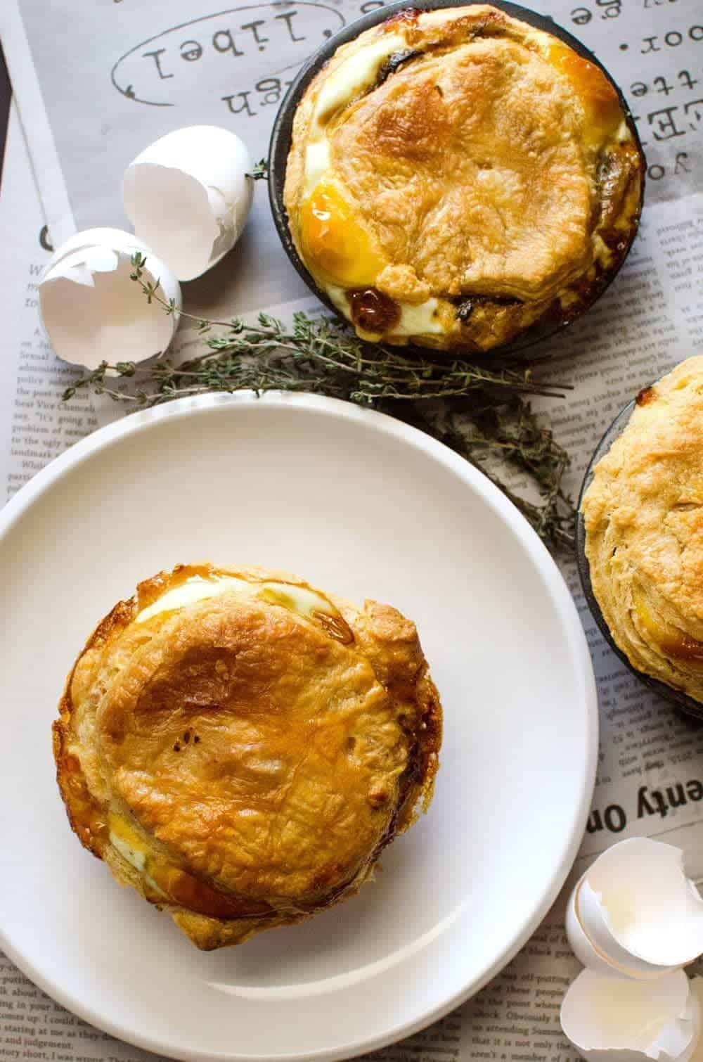 A New Zealand Classic The Bacon Egg Pie Gets A Delicious Makeover In These Mushroom Bacon In 2020 Breakfast Pie New Zealand Meat Pie Recipe New Zealand Pie Recipe