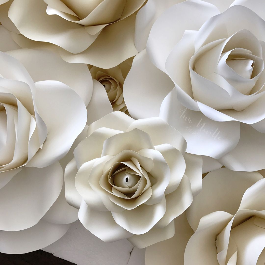 How Do You Make Small Rosespaper Flowers Align With The Larger