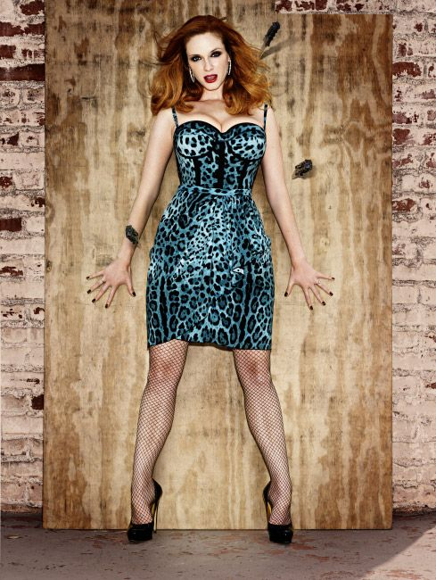 b63ed7e58f45 Christina Hendricks rockin that dress! Hair like a simmering flame? Check.  Retro leopard-print fashions? Check. The ability to make our hearts race  and our ...