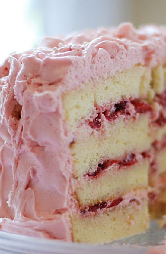 Vanilla Cake with Strawberry Cream Frosting Cookie cake icing