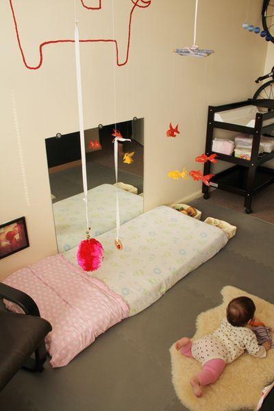 Montessori - Miroir - Tapis de sol - Mobiles | Section bébés ...