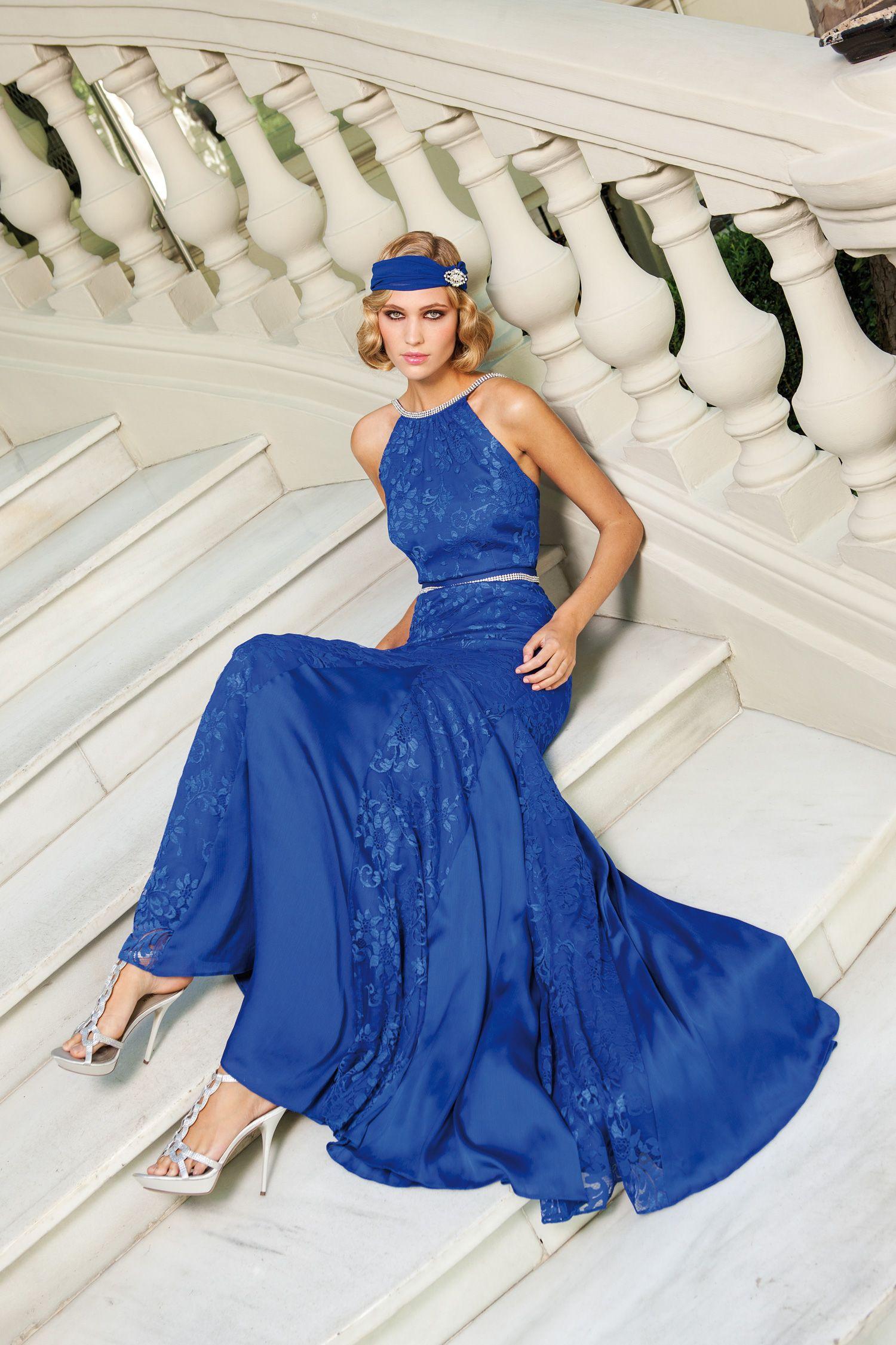 Sonia Pena in Blau