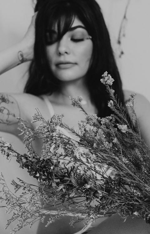 #portrait #portraitphotography #floral #missouriphotographer #kcphotographer #boudoir